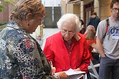 Volunteer signing petition